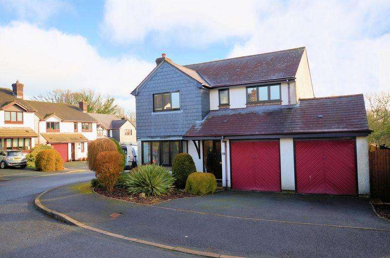 4 Bedrooms Detached House for sale in Sought after location with south facing garden