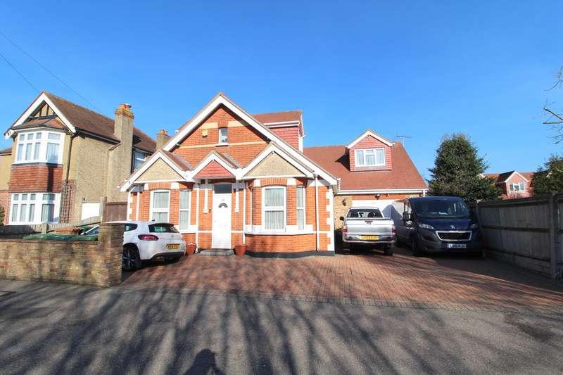 6 Bedrooms Detached House for sale in Parkland Road, Ashford, TW15