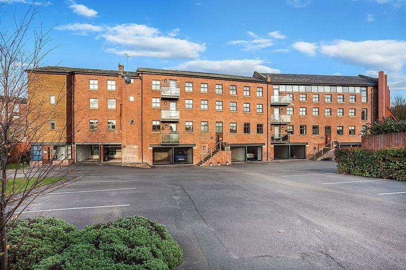 2 Bedrooms Apartment Flat for sale in Stonehouse Green, Congleton