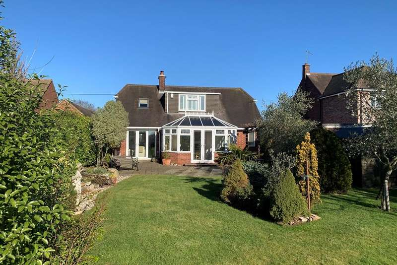 3 Bedrooms Chalet House for sale in Galleywood Road, Great Baddow, Chelmsford, CM2