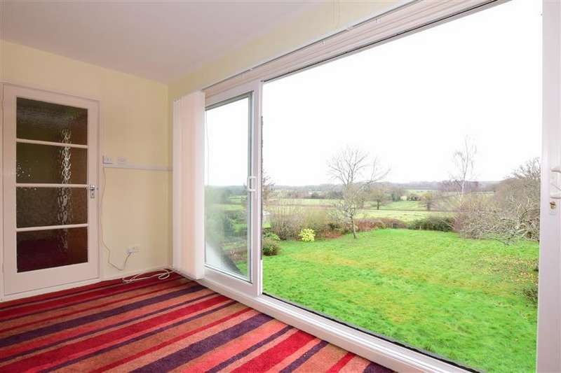 5 Bedrooms Detached House for sale in Uplands Road, Denmead, Waterlooville, Hampshire