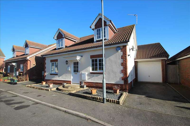 4 Bedrooms Bungalow for sale in Saxmundham Way, Clacton-on-Sea