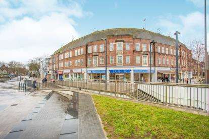 2 Bedrooms Flat for sale in Faircross House, 116 The Parade, Watford, Hertfordshire