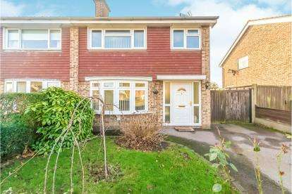 3 Bedrooms Semi Detached House for sale in Goodrich Avenue, Putnoe, Bedford, Bedfordshire