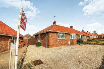 2 Bedrooms Bungalow for sale in Granville Road, Hitchin, Herts, England