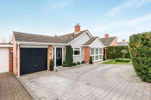 4 Bedrooms Bungalow for sale in Oakley, Basingstoke, Hampshire