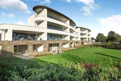2 Bedrooms Retirement Property for sale in Carlyon Bay, St Austell, Cornwall