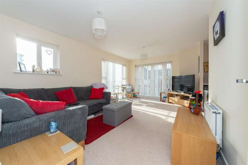 2 Bedrooms Flat for sale in Stokers Close, Dunstable, Bedfordshire