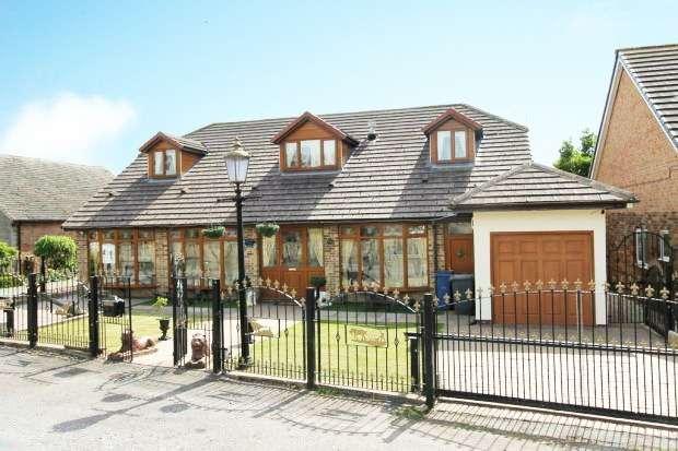 5 Bedrooms Detached House for sale in Doncaster Road, Barnsley, South Yorkshire, S71 5ER
