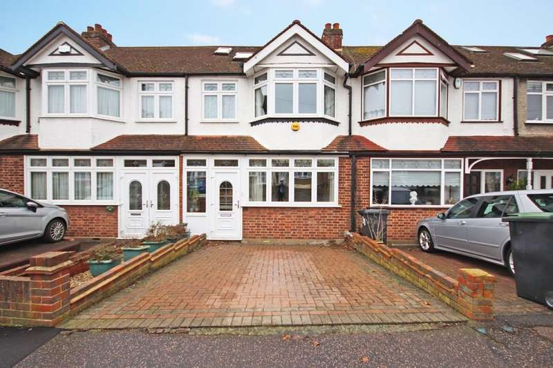 3 Bedrooms Terraced House for sale in River Way, Loughton
