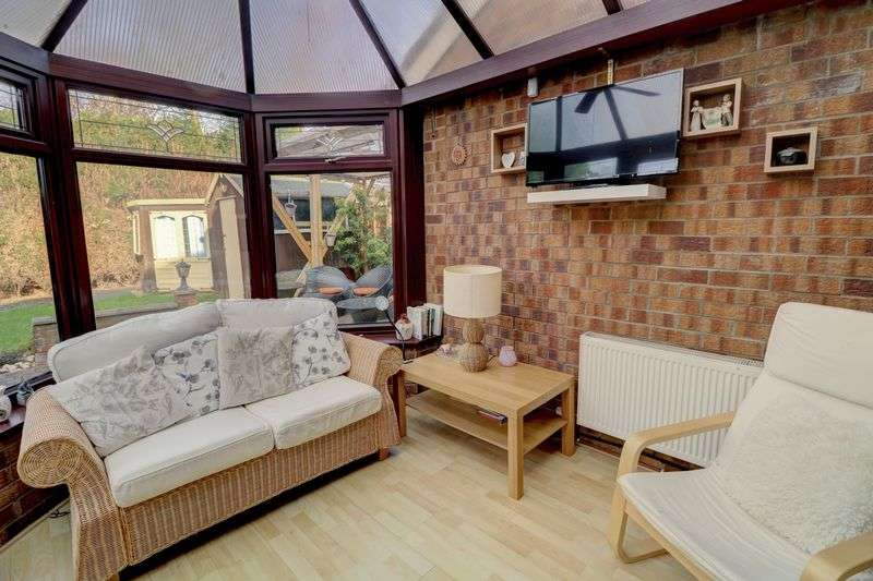 3 Bedrooms Property for sale in Dales Brow Avenue, Ashton-Under-Lyne