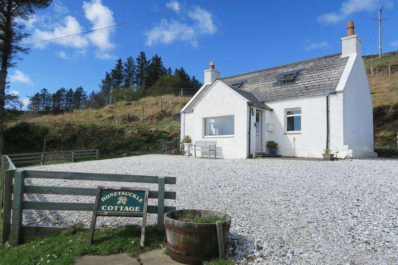 2 Bedrooms Cottage House for sale in 5 Ferindonald, Isle Of Skye