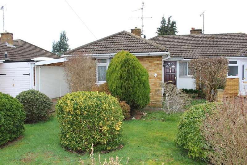 2 Bedrooms Semi Detached Bungalow for sale in Ravensbourne Drive, Woodley, Reading