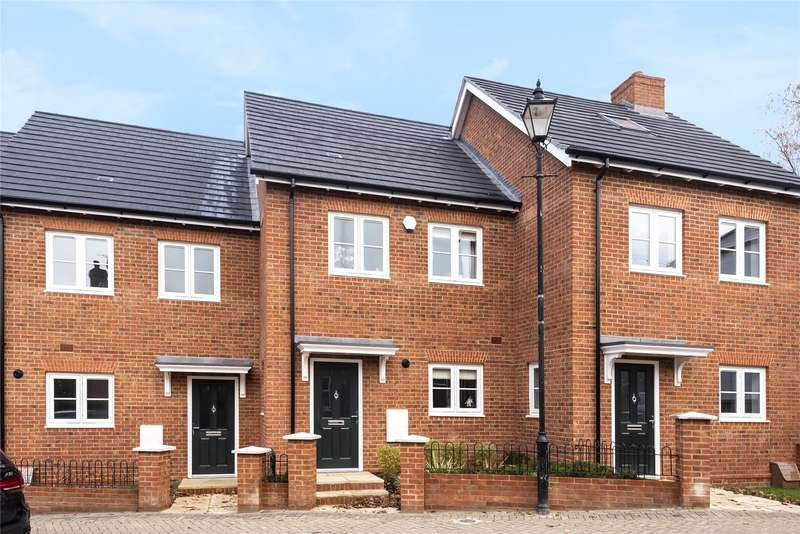 3 Bedrooms Terraced House for sale in Church Street, Crowthorne, Berkshire, RG45