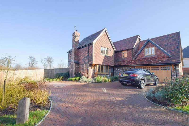 5 Bedrooms Detached House for sale in Woodlands Way, Hastings
