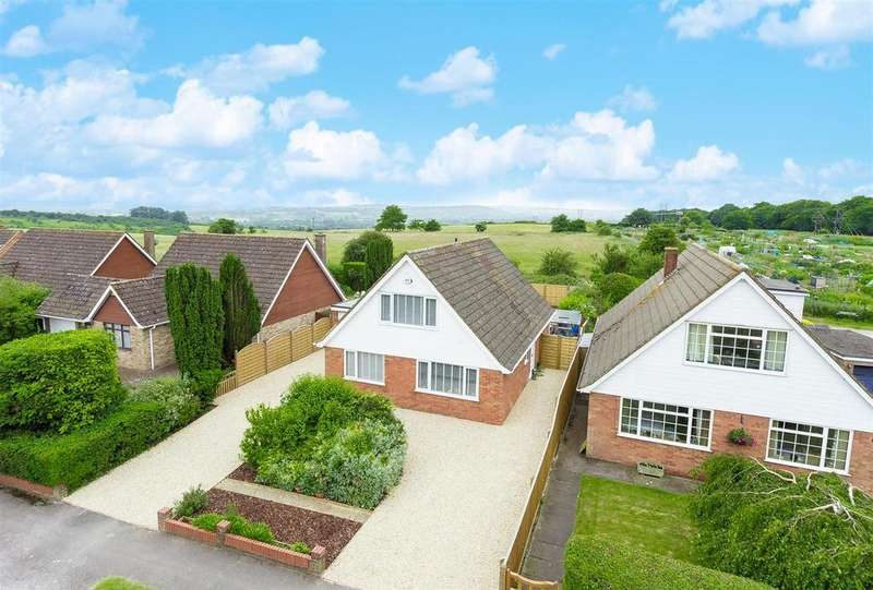 3 Bedrooms Detached Bungalow for sale in Highlea Avenue, Flackwell Heath