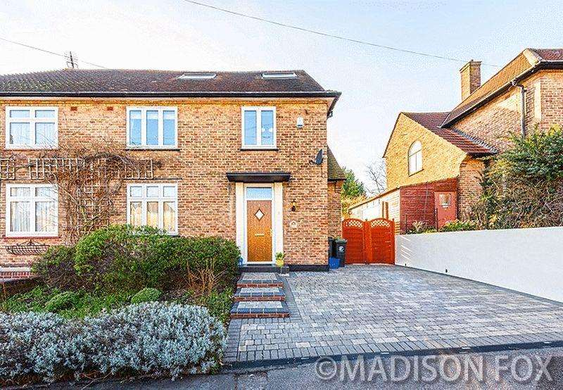 4 Bedrooms Semi Detached House for sale in Chigwell Lane, Loughton