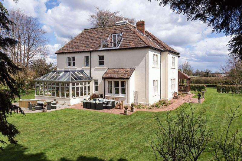 7 Bedrooms House for sale in Fabulous large Victorian Vicarage with Coach House