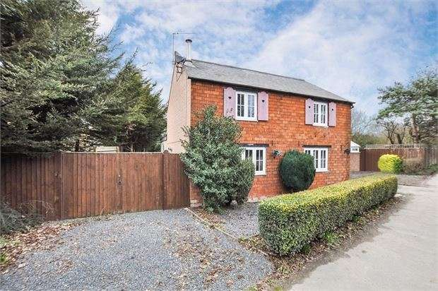 4 Bedrooms Detached House for sale in High Street, Waddesdon, Buckinghamshire. HP18 0QP