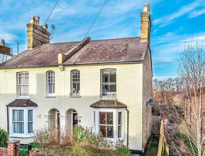 3 Bedrooms Semi Detached House for sale in Oughton Head Way, Hitchin, SG5