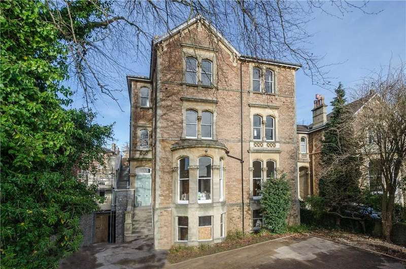 3 Bedrooms Flat for sale in Beaufort Road, Clifton, Bristol, BS8