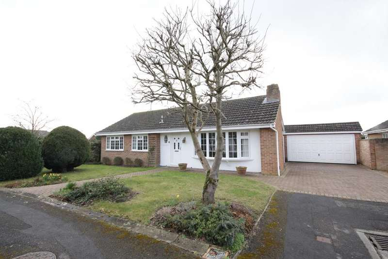3 Bedrooms Detached Bungalow for sale in Brompton Drive, Maidenhead