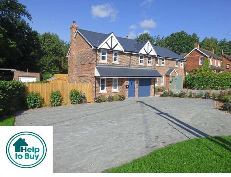 5 Bedrooms Detached House for sale in York Road, Broadstone