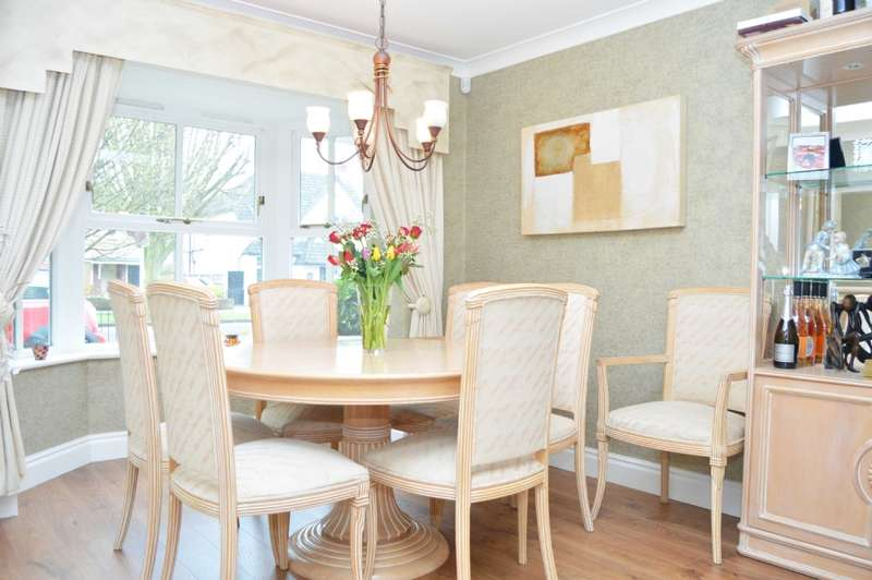 4 Bedrooms Detached House for sale in Avenue Road, Harold Wood