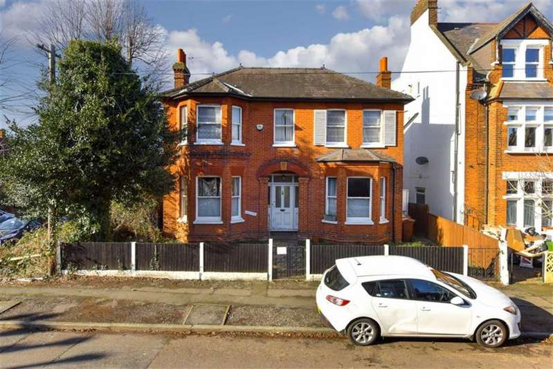 4 Bedrooms Detached House for sale in Randolph Road, Epsom, Surrey