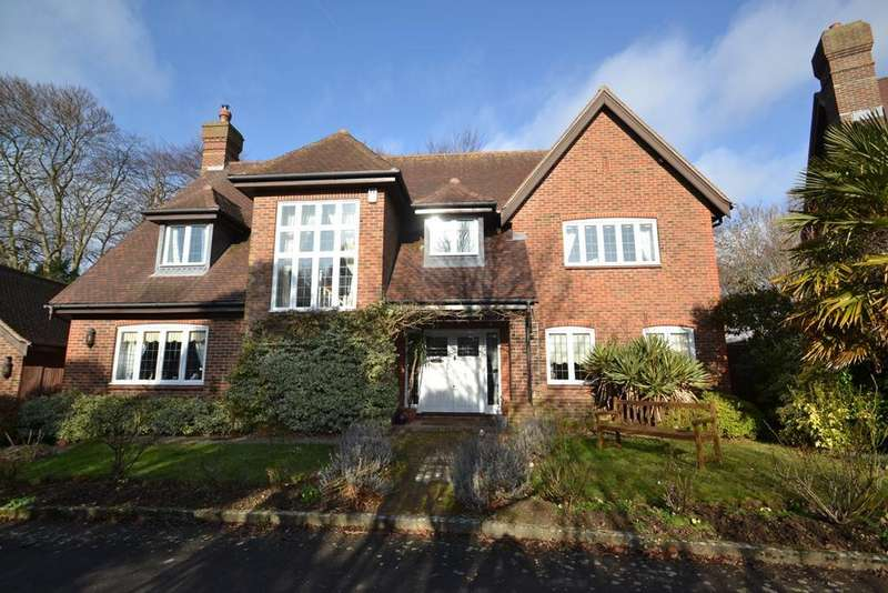 5 Bedrooms Detached House for sale in First Avenue, Charmandean, West Sussex, BN14 9NP