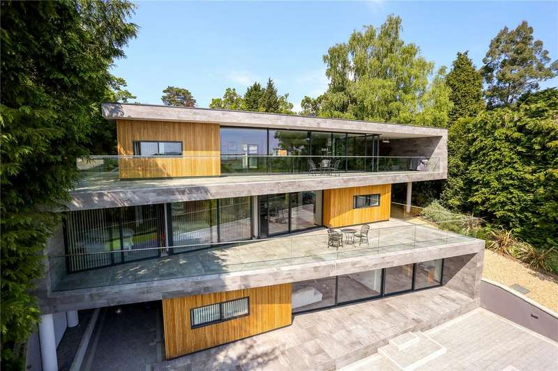 4 Bedrooms Detached House for sale in Avon Castle Drive, Ringwood, Hampshire, BH24