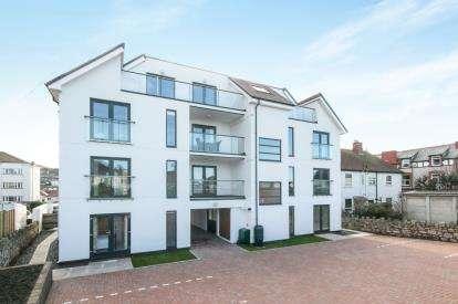 2 Bedrooms Flat for sale in Sunnydowns, 66 Abbey Road, Rhos On Sea, Colwyn Bay, LL28