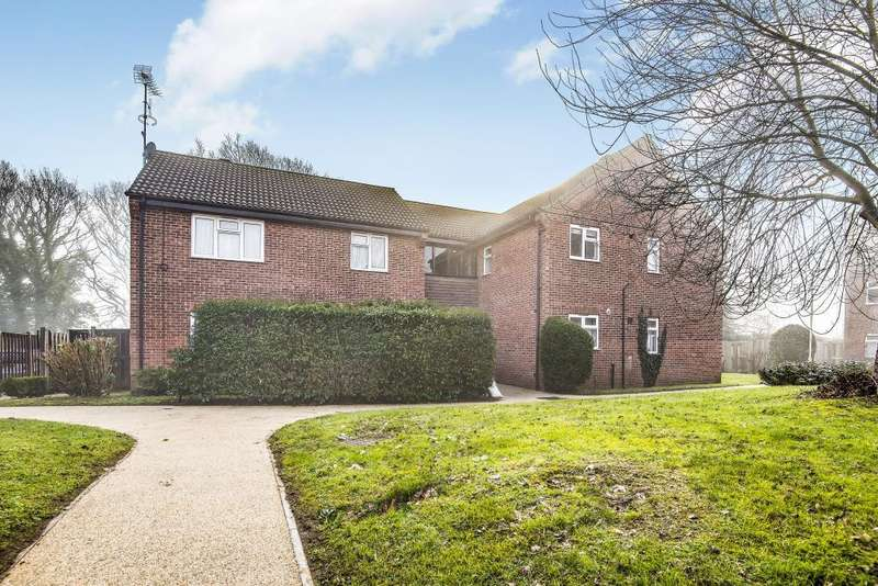 1 Bedroom Flat for sale in Groves Way, Cookham, SL6
