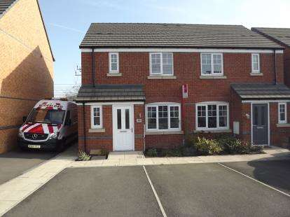 3 Bedrooms Semi Detached House for sale in Redshank Place, Sandbach, Cheshire