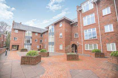 2 Bedrooms Flat for sale in Central Place, Station Road, Wilmslow, Cheshire