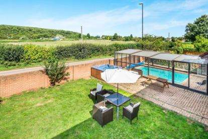 6 Bedrooms Detached House for sale in Kynges Mill Close, Frenchay, Bristol