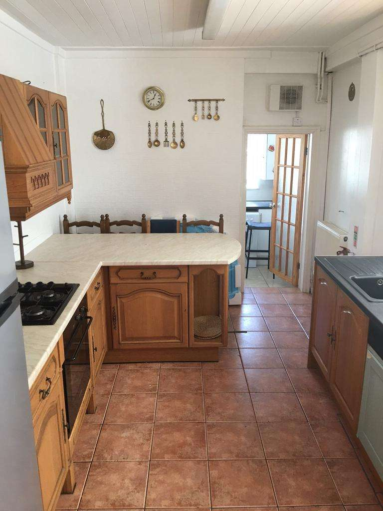 5 Bedrooms House for rent in Flora Street, ,