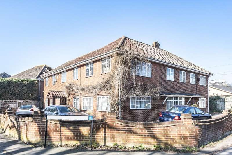 7 Bedrooms Detached House for sale in Green Street, Lower Sunbury, TW16