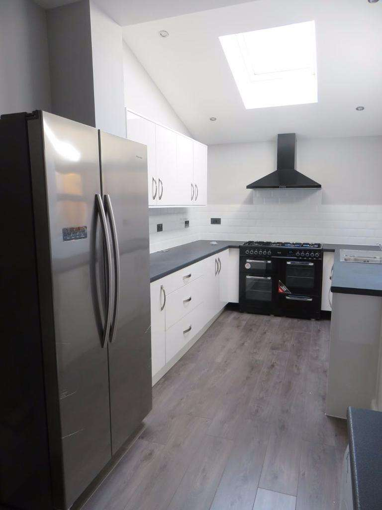 6 Bedrooms Terraced House for rent in Redgrave Street