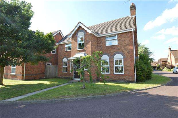 4 Bedrooms Detached House for sale in Roberts Close, Bishops Cleeve, GL52