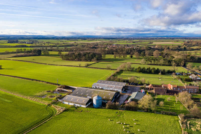 2 Bedrooms Farm Commercial for sale in Greystone Lodge Farm , Maunby , Thirsk , North Yorkshire , YO7 4HA