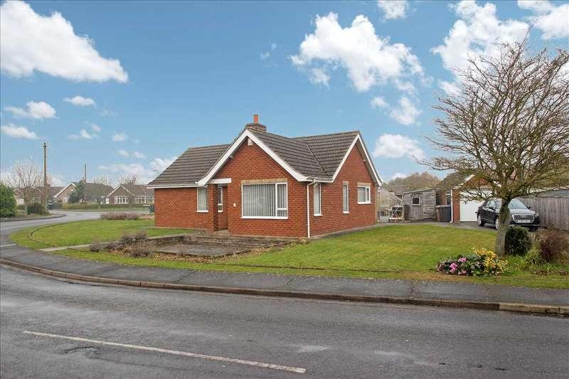 3 Bedrooms Bungalow for sale in The Crescent, Bracebridge Heath, Lincoln
