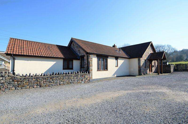 4 Bedrooms Detached House for sale in Views over Cleeve's countryside with annex