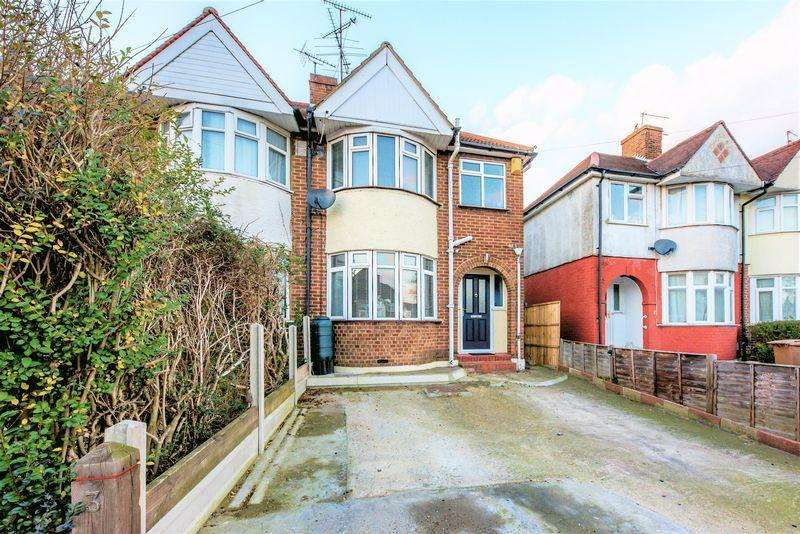 3 Bedrooms Semi Detached House for sale in Close to the station Willow Way, Luton
