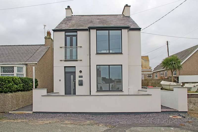 2 Bedrooms Apartment Flat for sale in Warren Road, Rhosneigr, North Wales