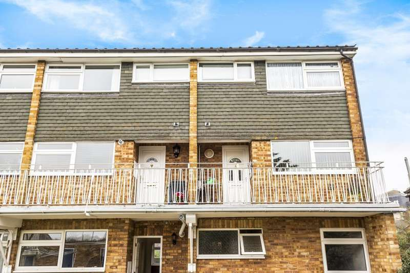 2 Bedrooms Maisonette Flat for sale in Gibson Court, Ditton Road, Langley, SL3