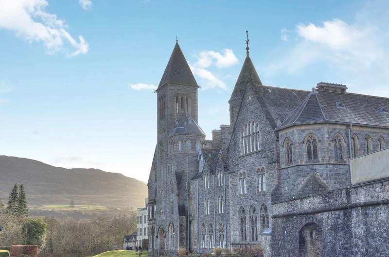 3 Bedrooms Apartment Flat for sale in Flat 12, The Old School, The Highland Club, St. Benedict Abbey, Fort Augustus, Inverness-shire, PH32 4BJ