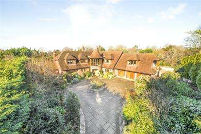 5 Bedrooms Detached House for sale in Woodlands Road, Bromley