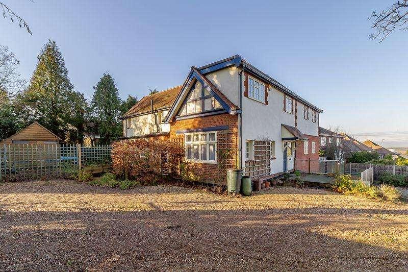 5 Bedrooms Detached House for sale in Barnet Lane, Elstree, WD6
