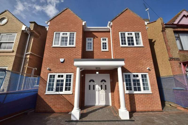 6 Bedrooms Detached House for sale in Quebec Road, Ilford, Essex, IG1